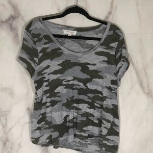 Two by Vince Camuto camo burnout tee xl grey/olive